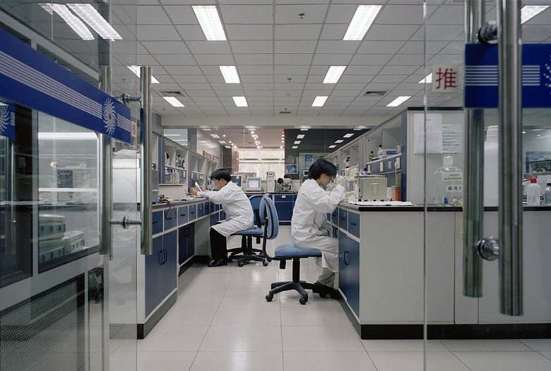 pierwsza dawka szczepionki przeciwko koronawirusowi