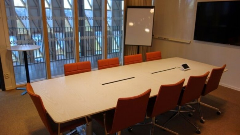 Conference room 523 in Aula Medica